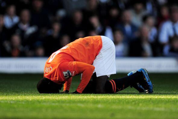 ¿Sufría o gozaba? Papiss Cisse del Newcastle celebró su gol, el tercero...
