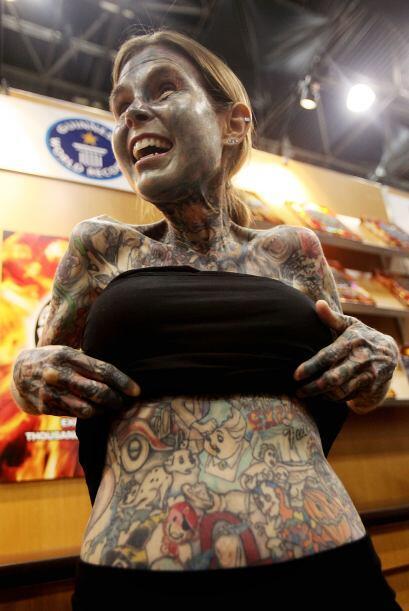 Julia Gnuse es considerada como la mujer que más tatuajes en el cuerpo....