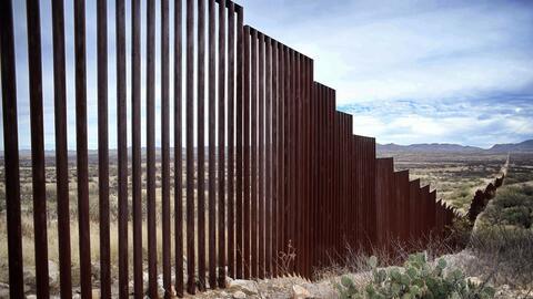 La verja que actualmente separa Estados Unidos y México en Sasabe, Arizona.