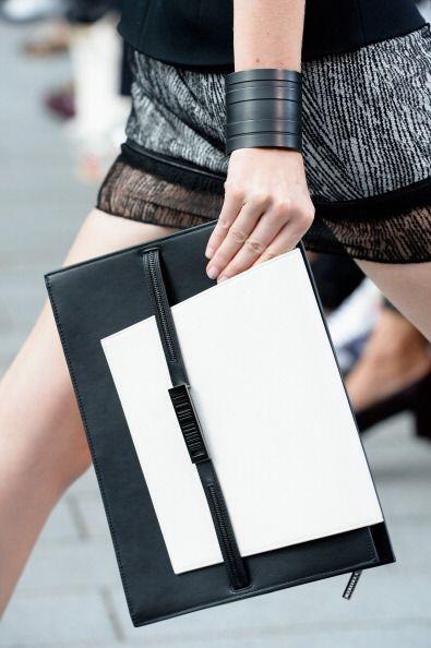 Un bolso en 'black&white' no puede faltarte este verano. Esta fabulosa c...