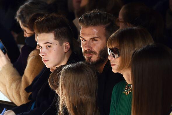 Al desfile de Victoria Beckham no podía faltar su bella familia,...