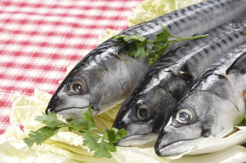 Al igual que las nueces, los pescados, en particular el salmón y...