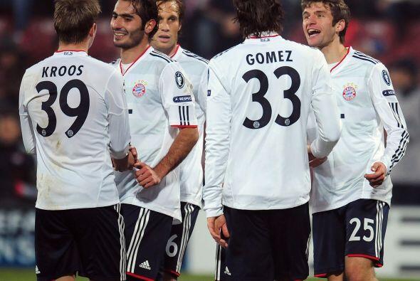 Al final, el Bayern ganó por 4-0 y junto al Chelsea ya est&aacute...