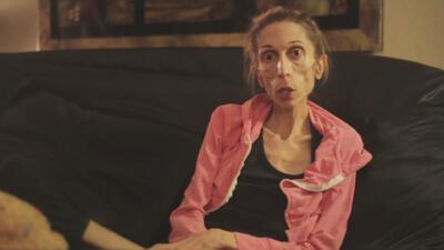 El impactante video de una mujer que pesa 40 libras y ha conmocionado al...