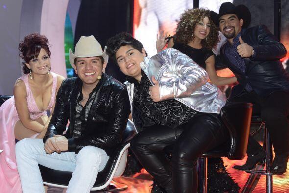 Con El Dasa y sus compañeros posando desde el paredón.