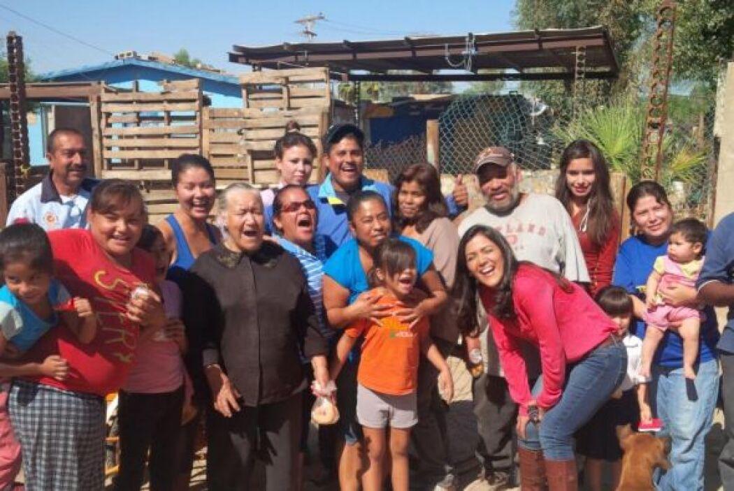Sus amigos y familiares de la Colonia Solidaridad en Mexicali lo reciben...