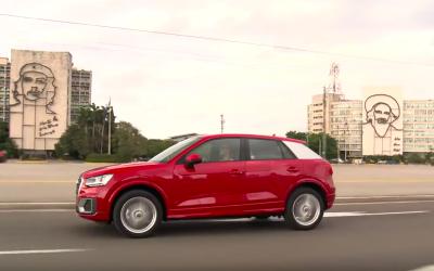 La nueva Audi Q2 2017 se pasea por la PLaza de la Revolución en La Habana.