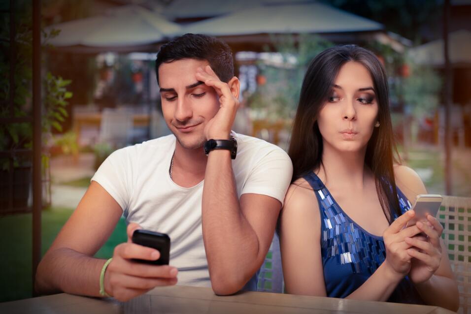 Descubre cómo tu intuición dirá si tu pareja te engaña shutterstock_2171...