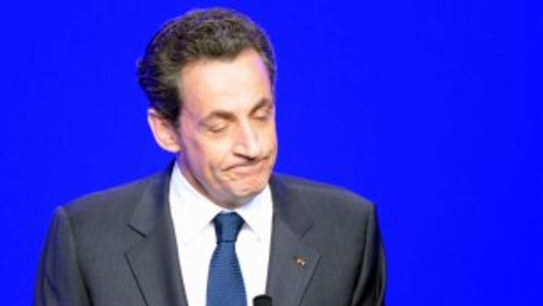 El presidente francés, Nicolas Sarkozy, reconoció el domingo su derrota...