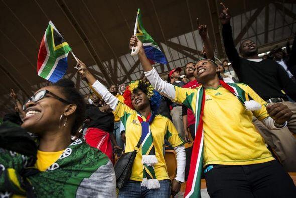 Los sudafricanos, fieles a sus tradiciones, recordaron a Nelson Mandela...