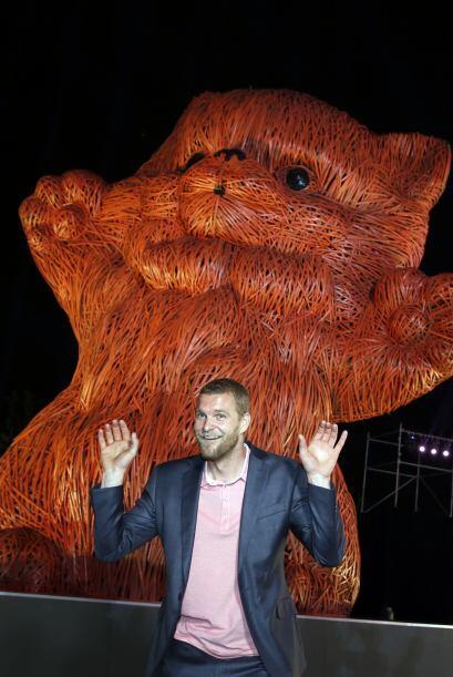Florentijn Hofman también exhibió en mayo pasado un gato gigante de 32 p...