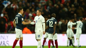 Inglaterra 2-0 Francia en duelo solidario