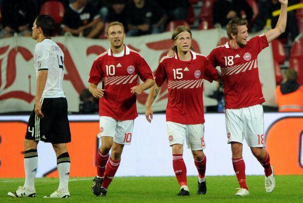 Pero el conjunto danés reaccionó con anotaciones de Rommedahl y Junker,...