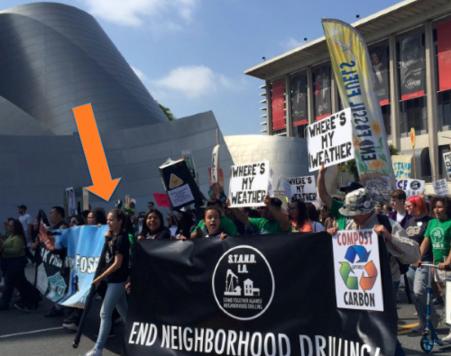 Nalleli al frente de una protesta en contra de los combustibles fósiles