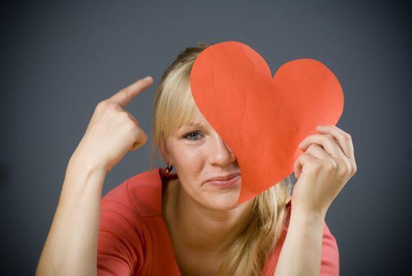 Máscara de corazón. Compra una cartulina y corta un coraz&...