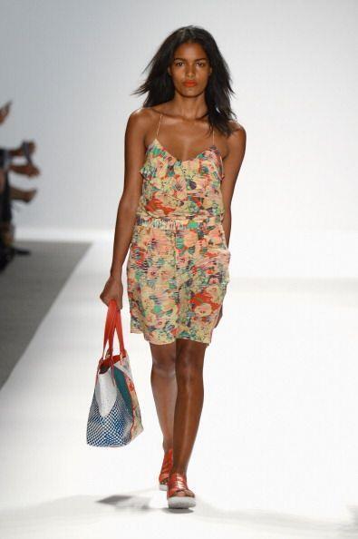 ¡Otra prenda que, además de frescura, te brindará mucho estilo será un v...
