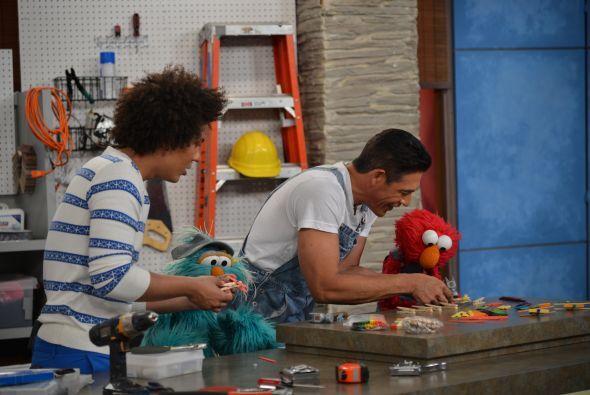 ¡Johnny es muy hábil para construir! Estos ayudantes son muy especiales.