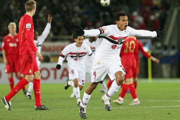 En el 2005 otro equipo de Brasil jugó la final. San Paulo se midi...