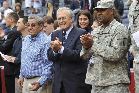 El ex Secretario de Defensa, Donald Rumsfeld, acompañó a soldados herido...