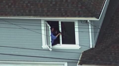 Armado con una escopeta, un sujeto siembra el terror en California al en...