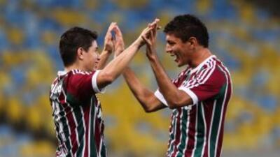 Conca y Edson del Fluminense festejan uno de los goles ante el Palmeiras.