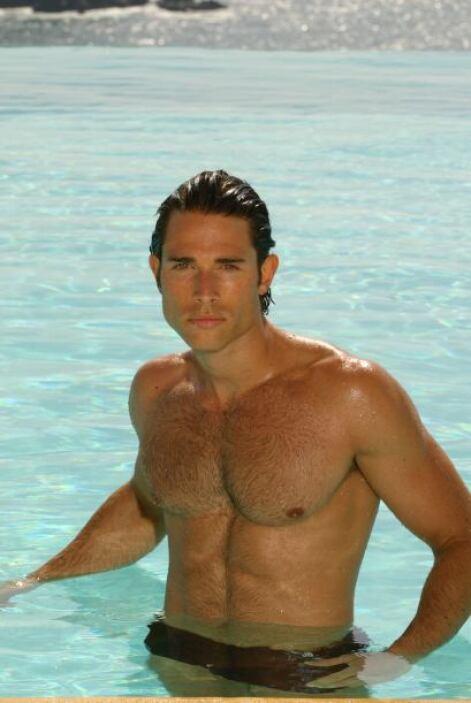 Sebastián Rulli, su galán dentro de la historia, también es un soltero c...
