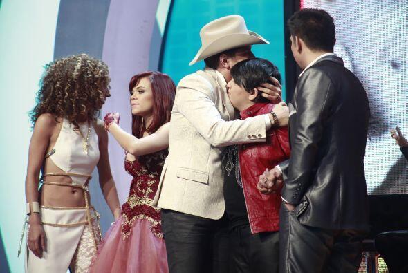 El Dasa abrazó a Stephanie tras enterarse que era él quien dejaba Va Por...