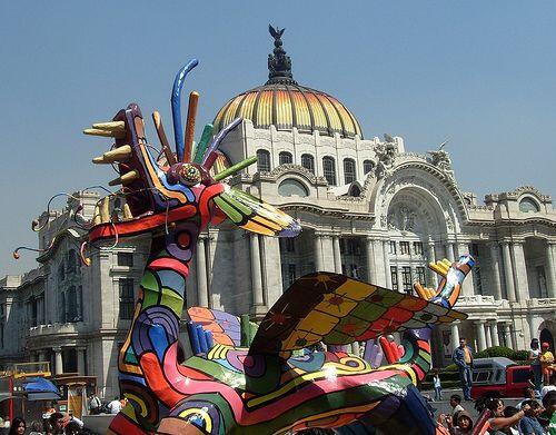 Las figuras monumentales llenaron de colorido las principales calles del...