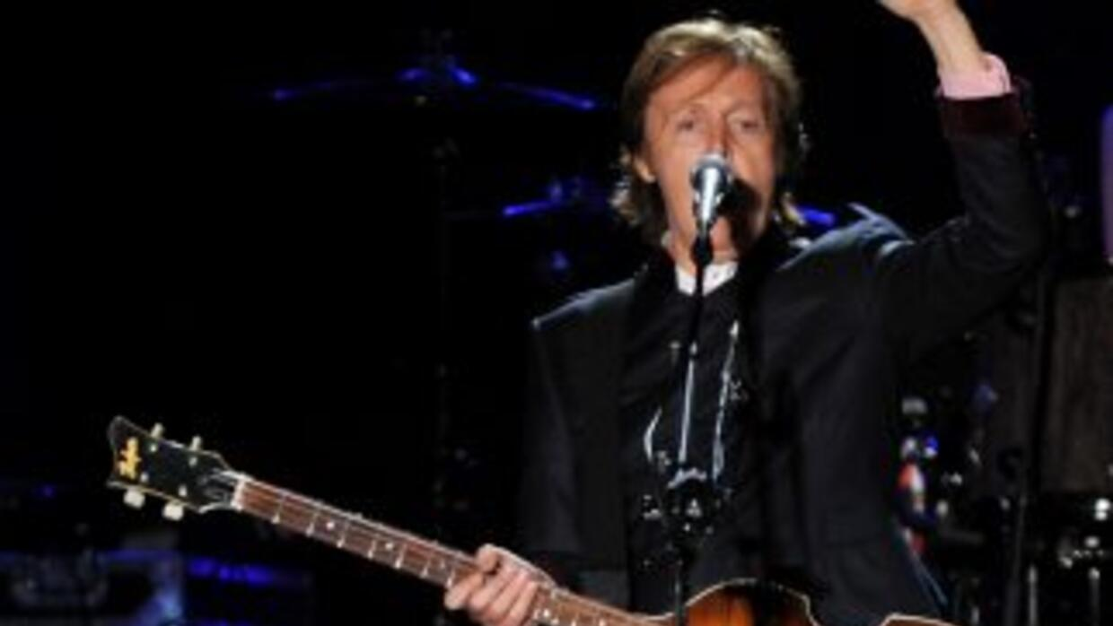Paul McCartney graba mensaje de voz.