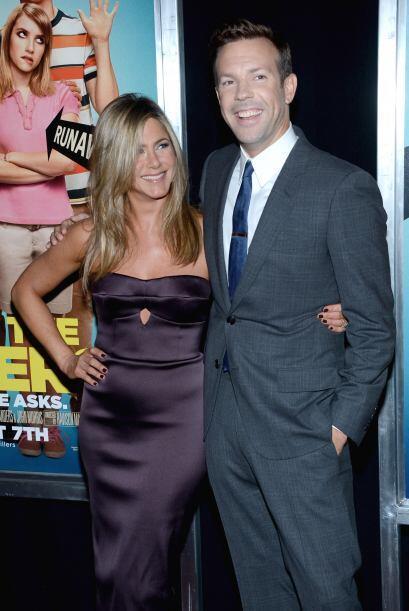 Jennifer Aniston (y su pancita sospechosa) junto a Jason Sudeikis en el...