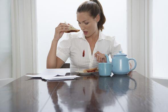 Salsa de tomate o jugos de frutas califican como manchas ácidas,...