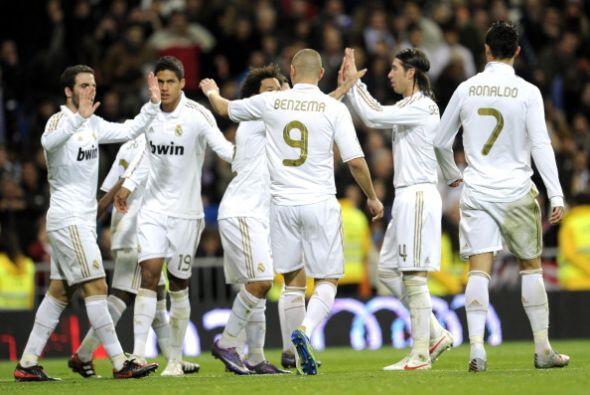 El portugués anotó su tanto, mucho no lo gritó pero festeja junto a sus...