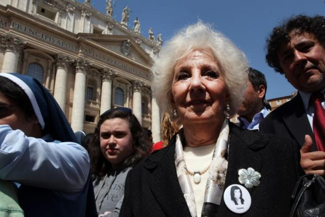 24 abril: El Papa Francisco recibió a las Abuelas de Plaza de Mayo, quie...
