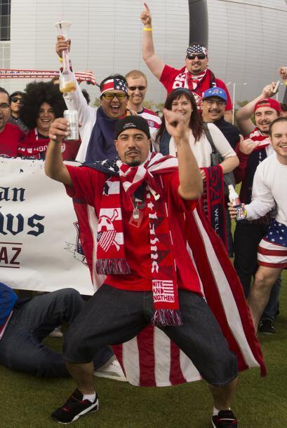 Las afición de Estados Unidos se dejó ir al Estadio de la Universidad de...