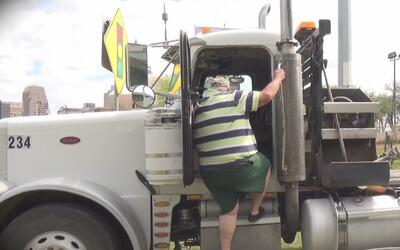 Chofer fue detenido cuando intentaba escapar tras provocar daños en la c...