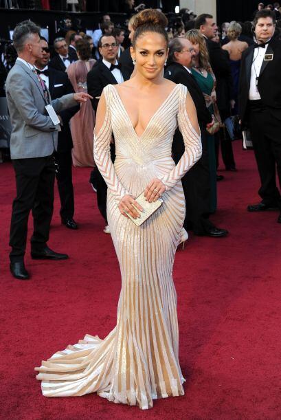 Las líneas que trazaban todo su vestido hacían que su envi...
