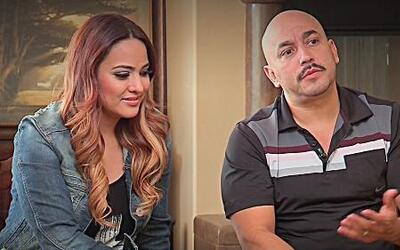 Esposa de Lupillo Rivera lanzó una marca de pestañas postizas