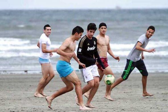 Algunos aficionados se integraron al juego de los mexicanos (Foto: Twitter)
