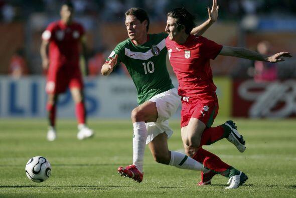 Un año después, el 8 de octubre del 2005, Guillermo Franco fue titular e...