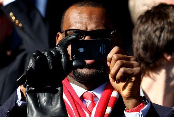 ¿Adivina quién se esconde detrás del teléfon...