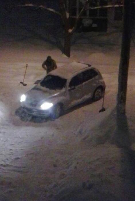 """Casi 2 pies de nieve y todavia va a seguir"", comenta Guadalupe Meza Bat..."