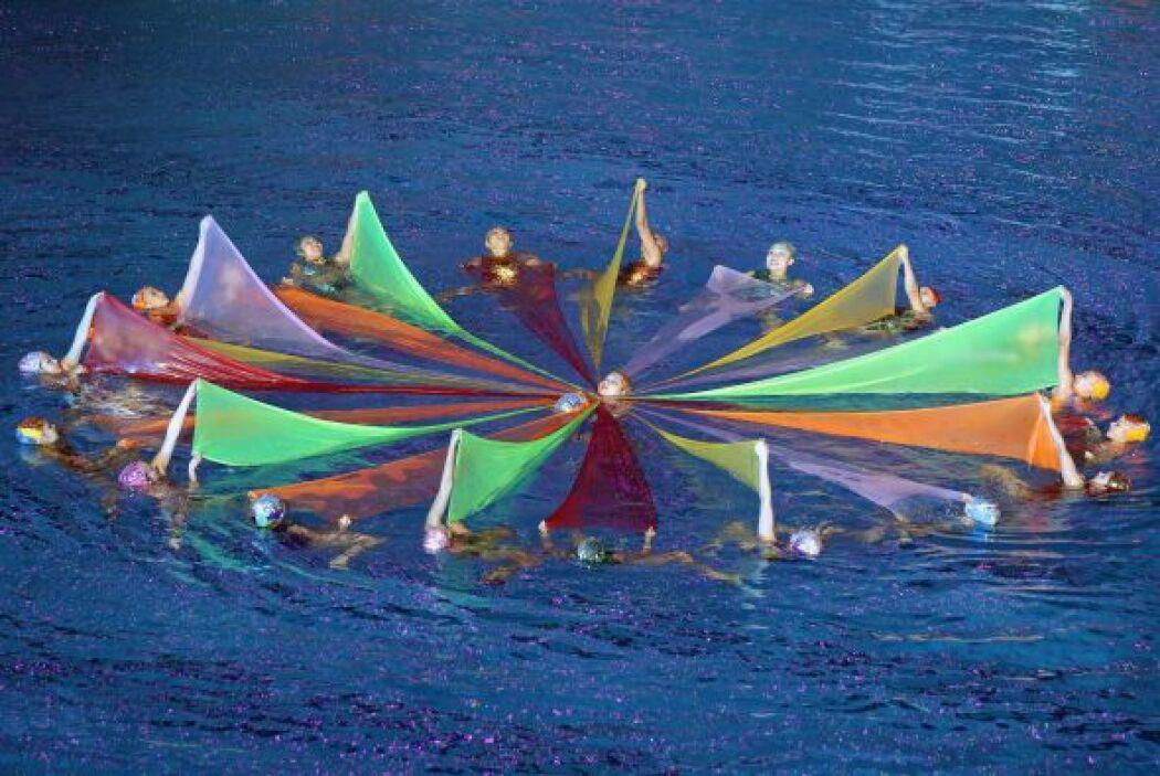 Nadadoras chinas de nado sincronizado también participaron en el evento.
