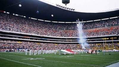 La NFL jugó su primer partido de temporada regular fuera de EE.UU. en el...