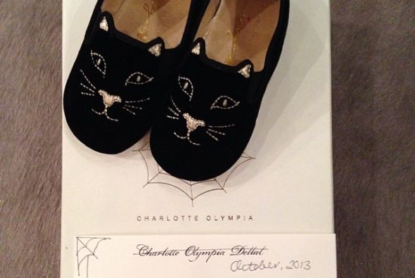 Estos lindos zapatos muy modernos de Charlotte Olympia, que luce en las...