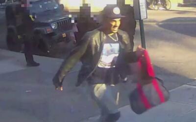 Autoridades buscan al sospechoso de manosear mujeres en el subway en Bro...