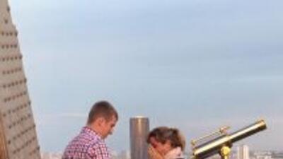 Propuesta de matrimonio en la Torre Eiffel. Foto tomada de Facebook.