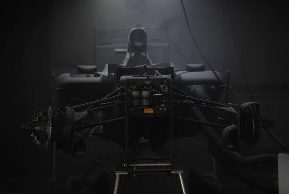 El auto del brasileño Bruno Senna sufrió severas afectaciones.