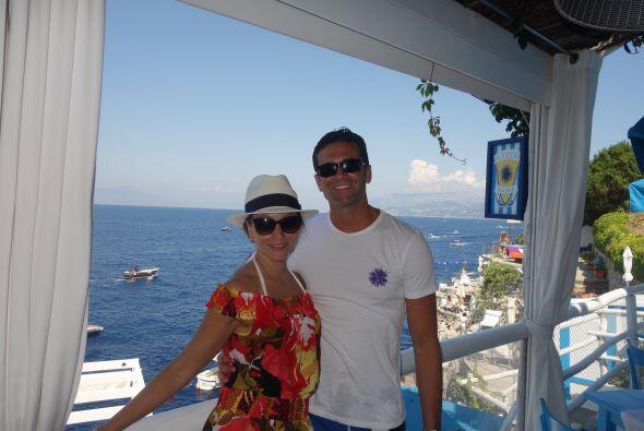 Tras despedir a sus invitados, el matrimonio viajó a Italia para...