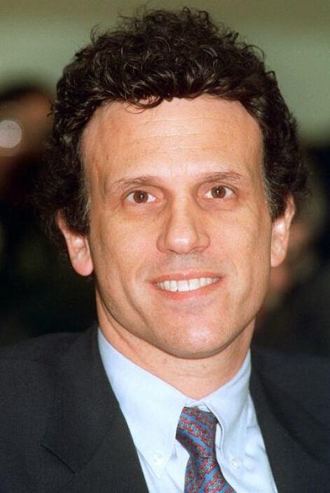Michael Milken  Delito: Michael Milken, conocido como el rey de los bono...