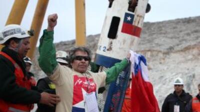 La historia de los 33 mineros chilenos que fueron rescatadios dio la vue...